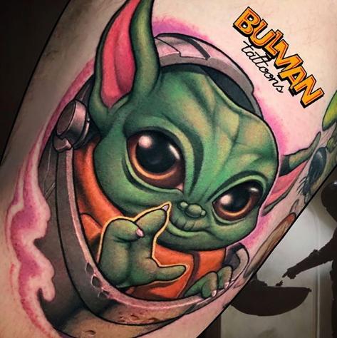 Фото пример татуировки с персонажем Бэйби Йода (Baby Yoda) из сериала Мандалорец - фото 5
