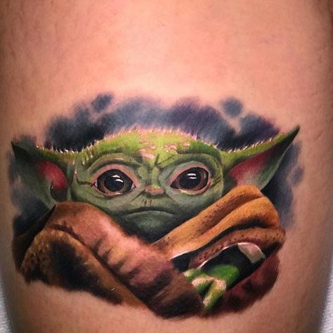 Фото пример татуировки с персонажем Бэйби Йода (Baby Yoda) из сериала Мандалорец - фото 9