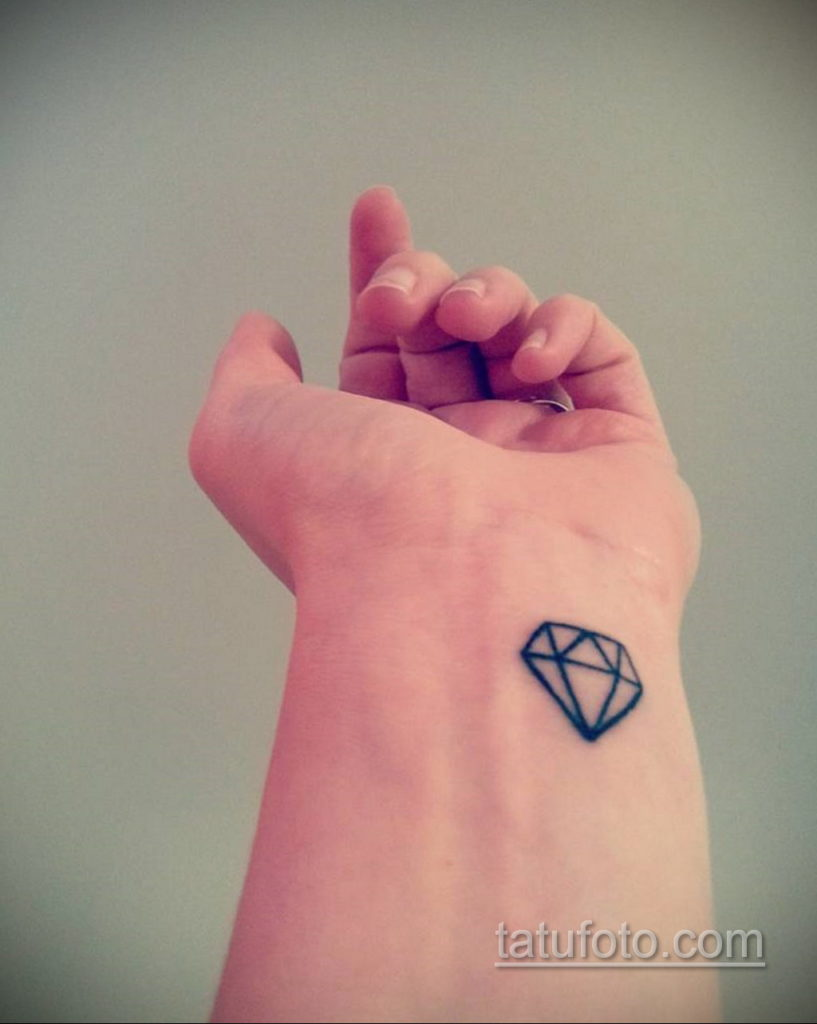 тату диамант на запястье 02.12.2019 №036 -diamond wrist tattoo- tatufoto.com