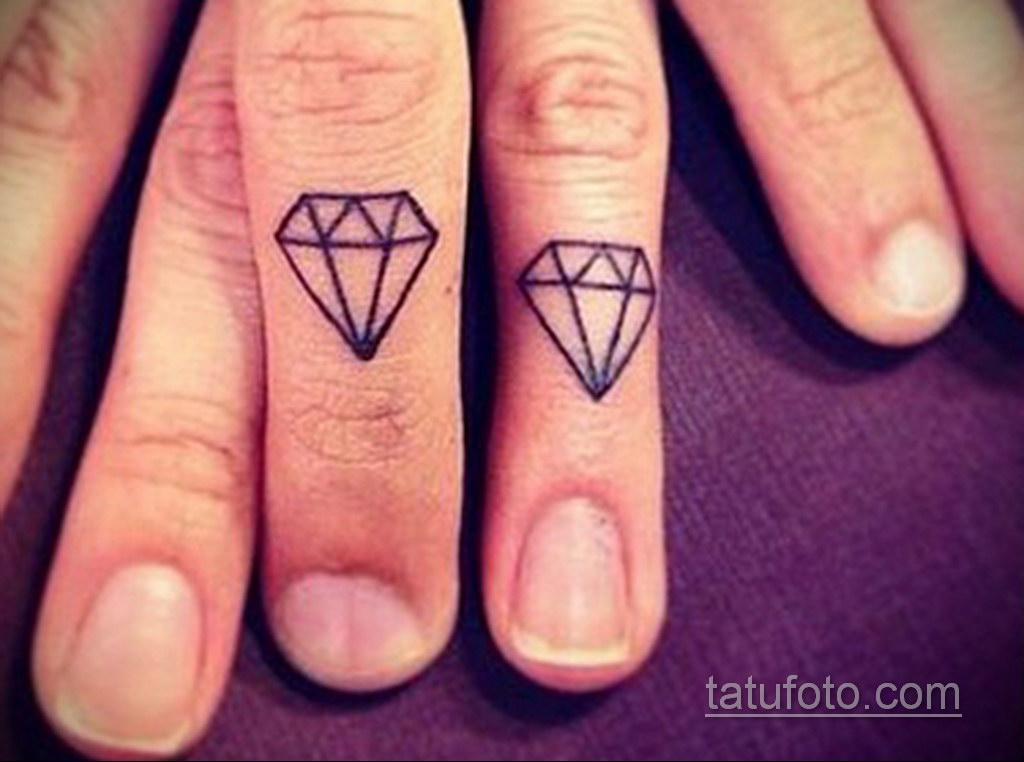 тату диамант на пальце 02.12.2019 №048 -diamond finger tattoo- tatufoto.com