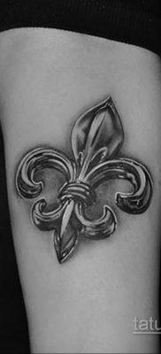 фото рисунка тату с геральдической лилией 14.12.2019 №114 -heraldic lily- tatufoto.com