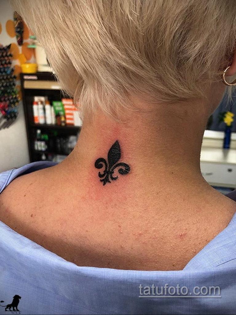 фото рисунка тату с геральдической лилией 14.12.2019 №126 -heraldic lily- tatufoto.com