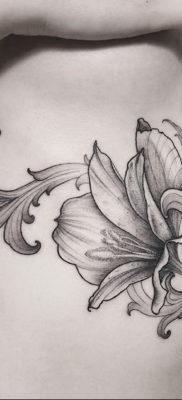 фото рисунка тату с геральдической лилией 14.12.2019 №130 -heraldic lily- tatufoto.com
