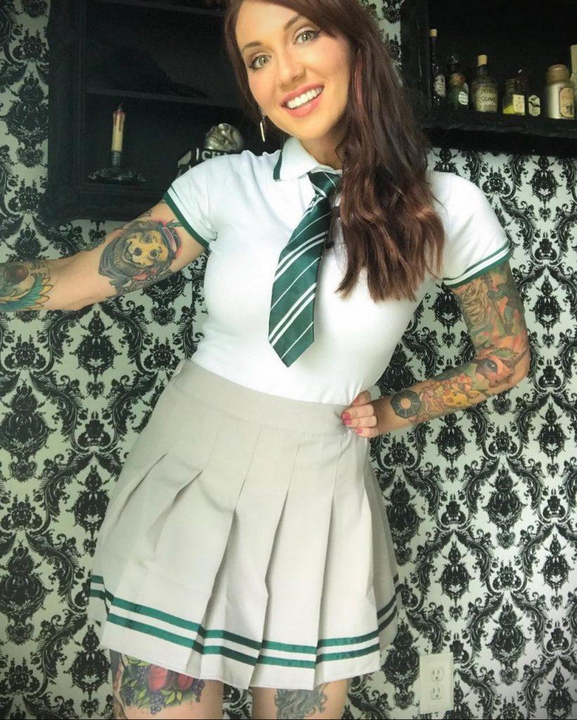 фото тату модели девушки в школьной форме - @erica.fett