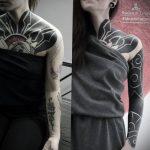Переворот в блэкворк татуировке – вы только представьте себе - что можно забить этими иглами для тату - фото 6