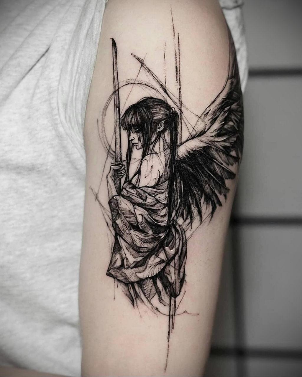 Тату крылатая девушка с мечем в руках – 08.01.2020 - tatufoto.com