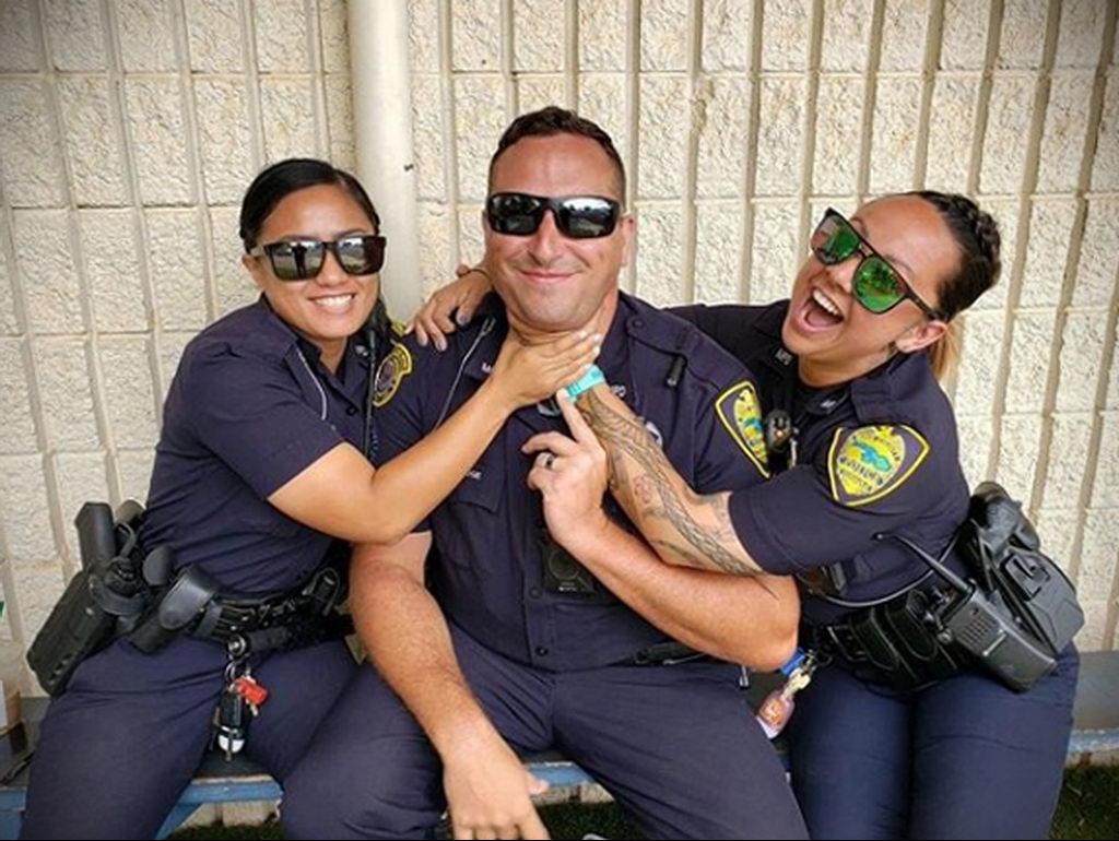 Фото действующего сотрудника полиции в форме с татуировками на теле для tatufoto.com 15