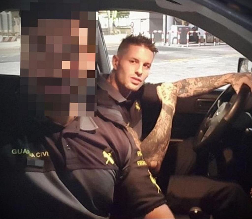 Фото действующего сотрудника полиции в форме с татуировками на теле для tatufoto.com 20