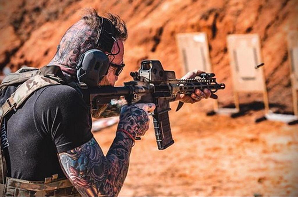 Фото действующего сотрудника полиции в форме с татуировками на теле для tatufoto.com 34