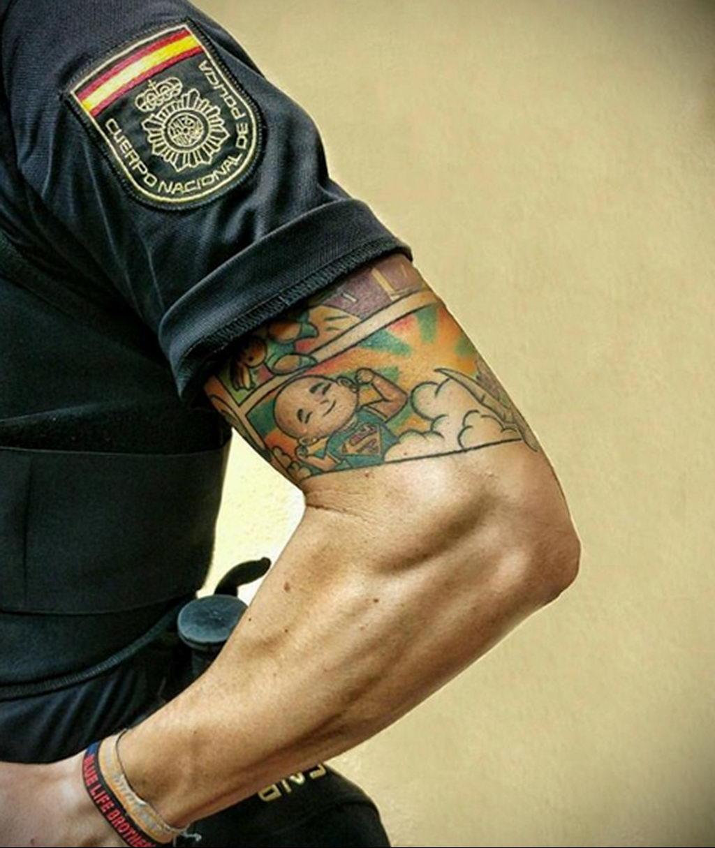 Фото действующего сотрудника полиции в форме с татуировками на теле для tatufoto.com 64