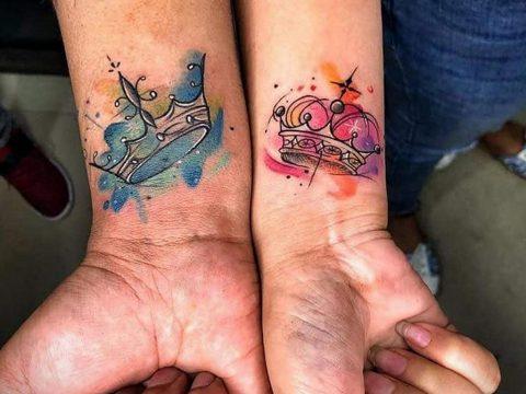 тату корона на запястье девушки 02.01.2020 №024 -crown tattoo on the wrist- tatufoto.com