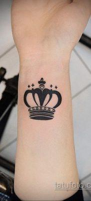 фото тату корона на запястье для девушек 02.01.2020 №1006 -crown tattoo- tatufoto.com