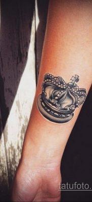 фото тату корона на запястье для девушек 02.01.2020 №1011 -crown tattoo- tatufoto.com