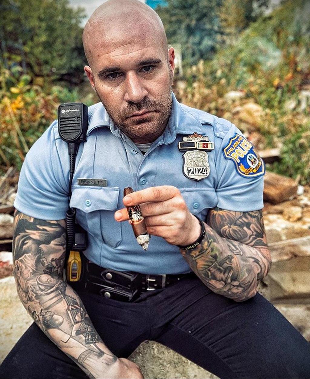 @thekingpinofsmoke – фото полицейского с татуировками для сайта tatufoto.com 6