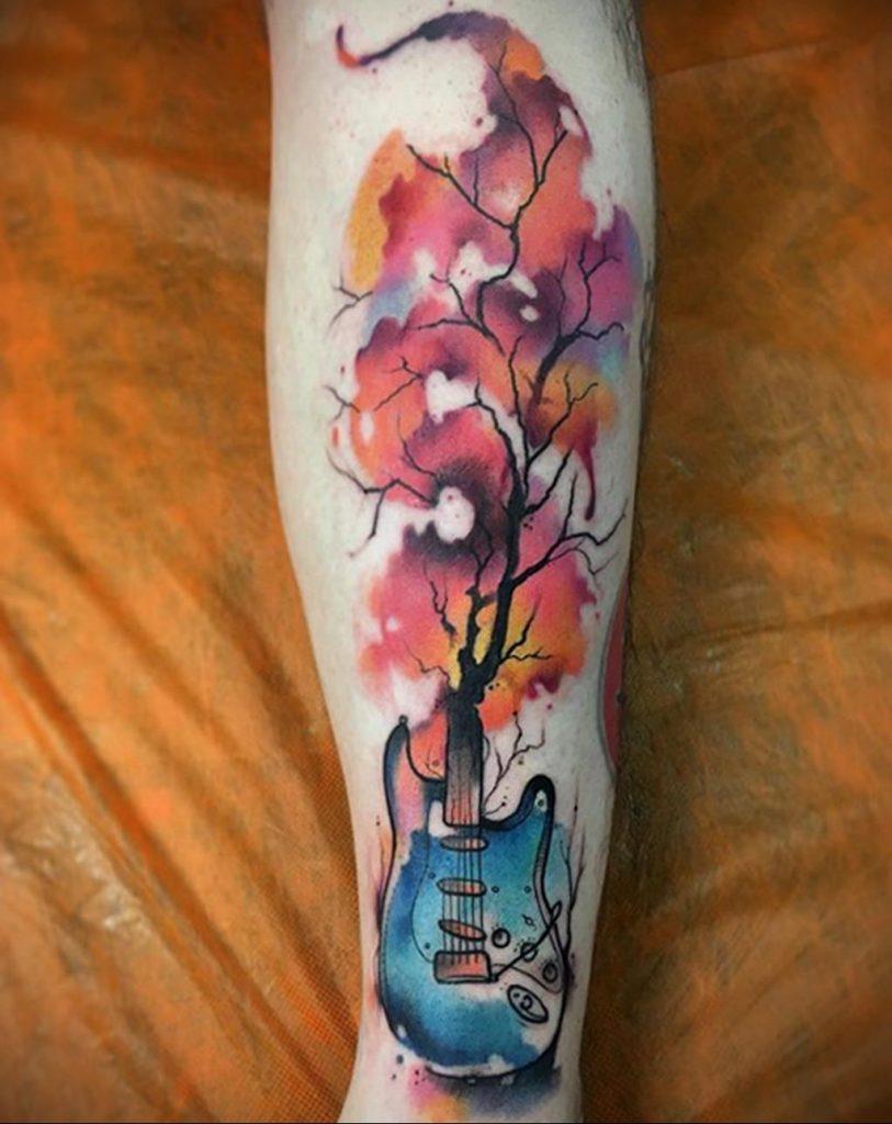 Необычная тату на тему дерева и гитары - фото