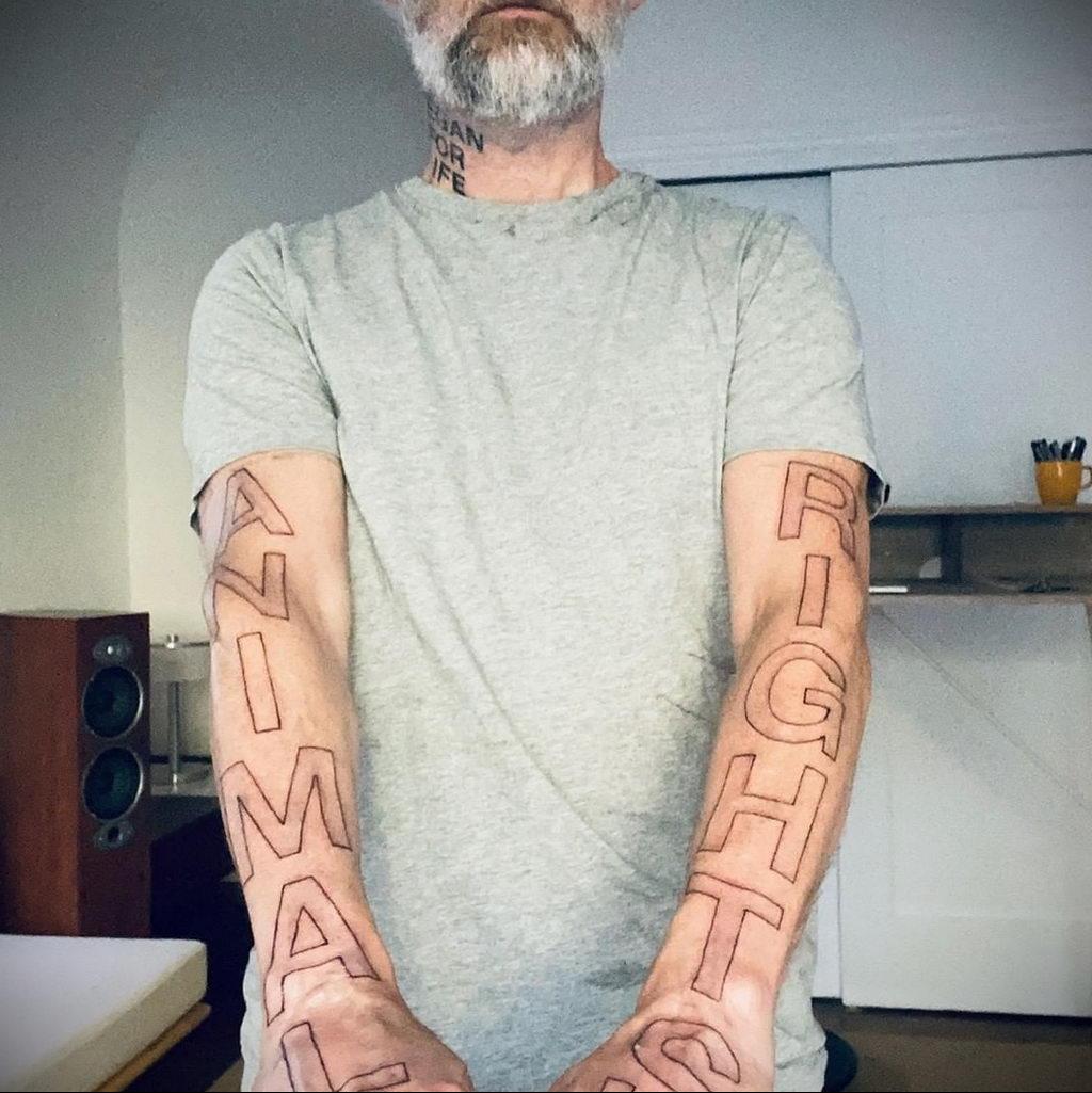Новая веганская татуировка музыканта Moby (Моби) - фото 2