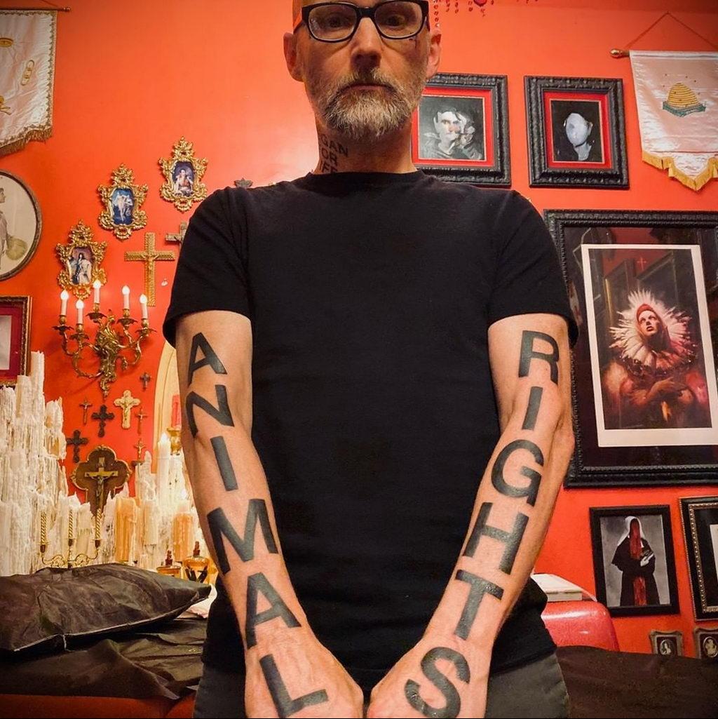 Новая веганская татуировка музыканта Moby (Моби) - фото 3
