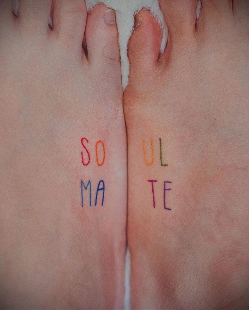 Парная тату надпись для двоих SOUL MATE - фото 1