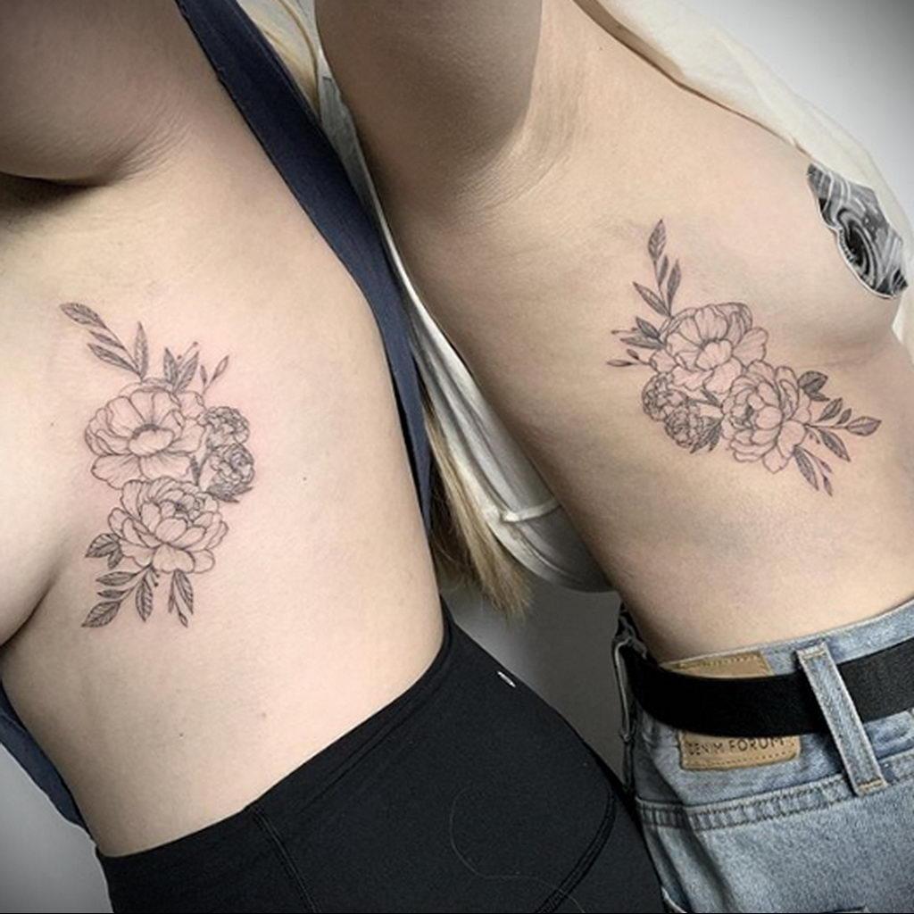 Парная тату с цветами для двух девушек - фото