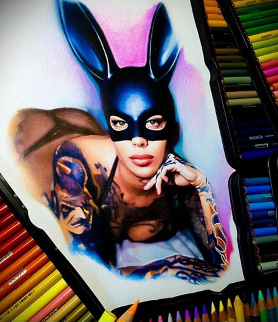 Пример невероятно реалистичного рисунка с девушкой у которой есть на теле татуировкаи для сайта tatufoto.com 1