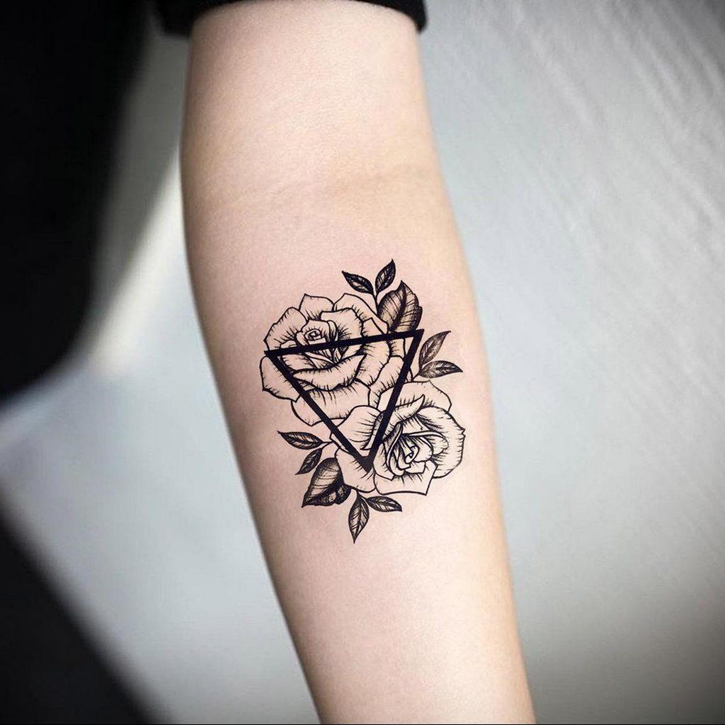 тату роза в треугольнике для девушки 04.02.2020 №005 -rose tattoo for girl- tatufoto.com