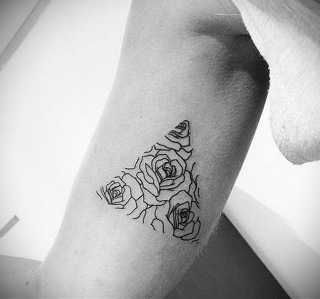 тату роза в треугольнике для девушки 04.02.2020 №035 -rose tattoo for girl- tatufoto.com