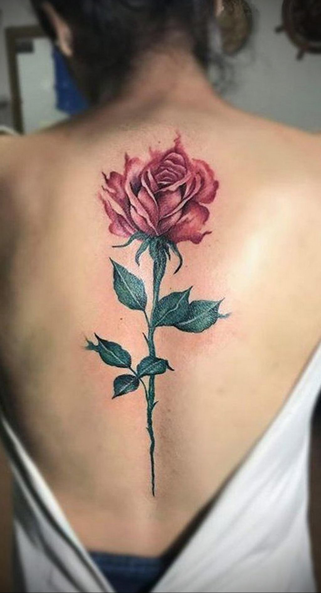 тату роза на спине девушки 04.02.2020 №016 -rose tattoo for girl- tatufoto.com