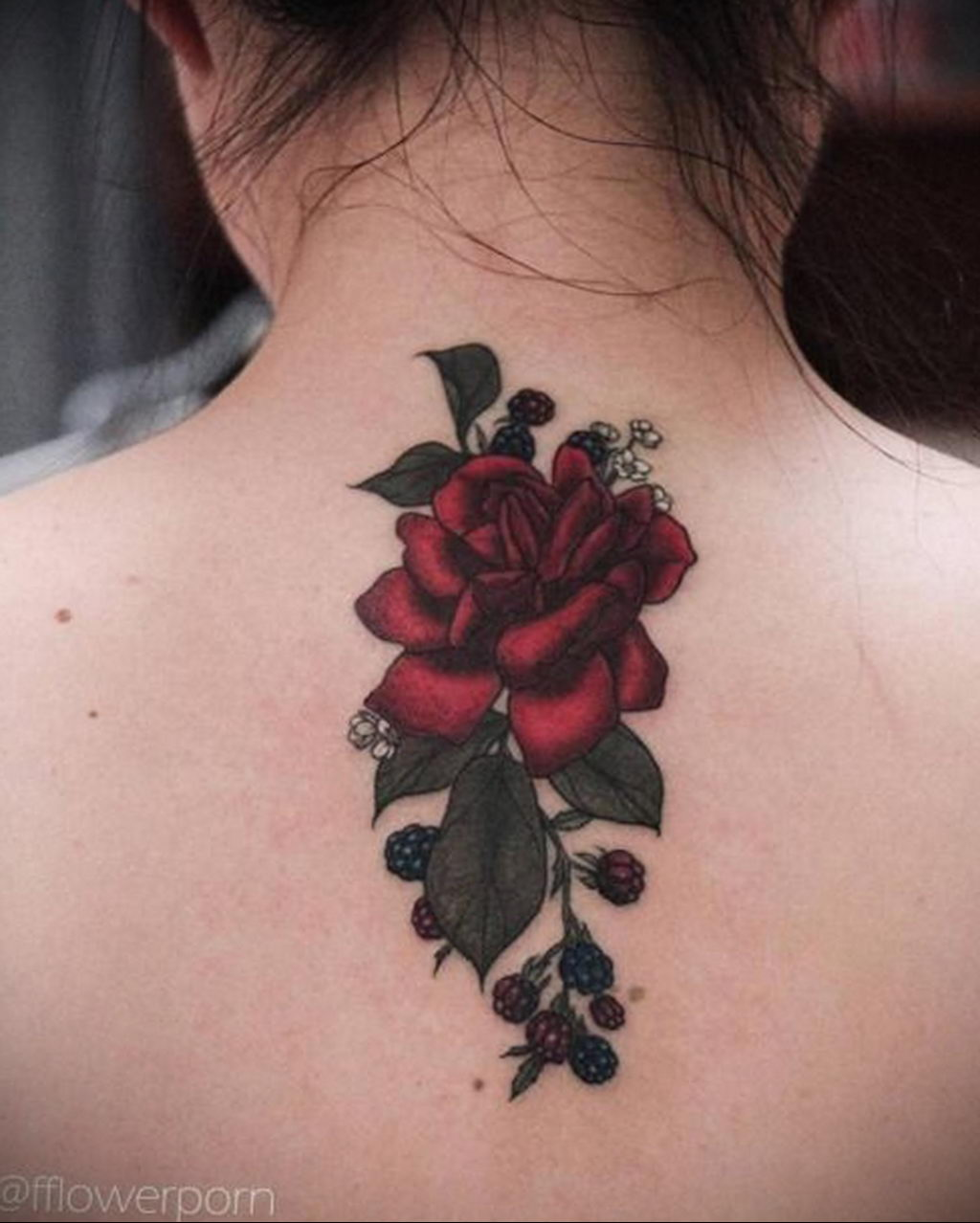 тату роза на спине девушки 04.02.2020 №021 -rose tattoo for girl- tatufoto.com