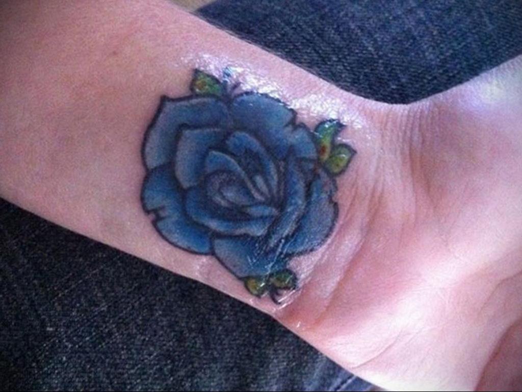 тату синяя роза для девушки 04.02.2020 №113 -rose tattoo for girl- tatufoto.com