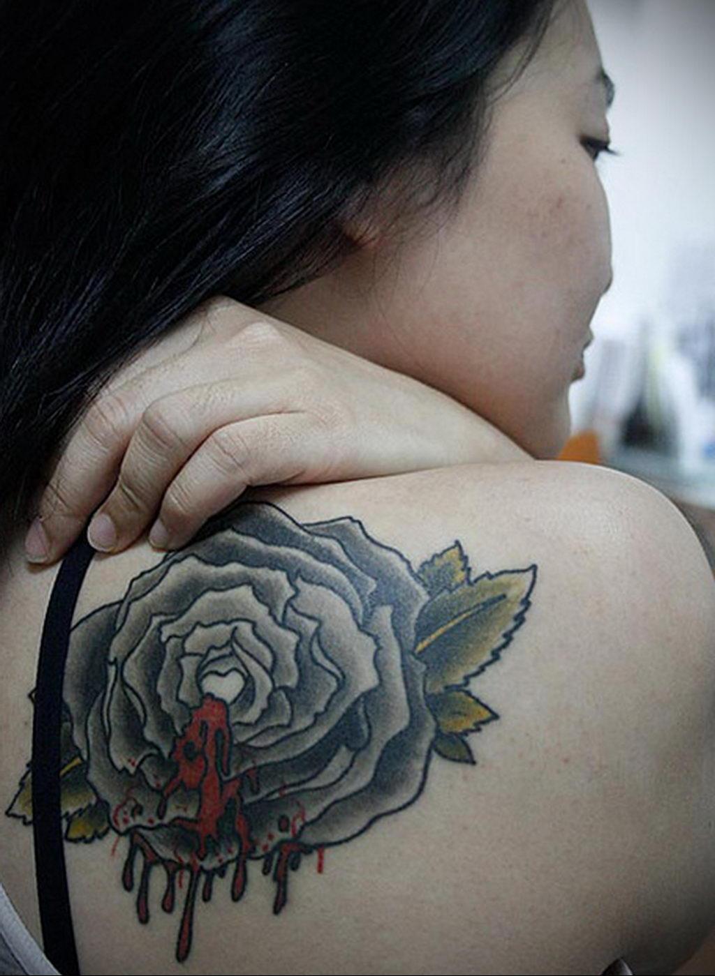 тату черная роза для девушки 04.02.2020 №026 -rose tattoo for girl- tatufoto.com