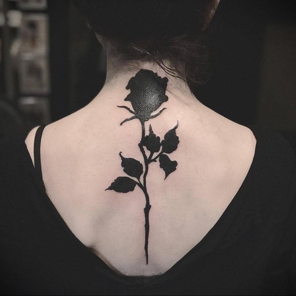 тату черная роза для девушки 04.02.2020 №077 -rose tattoo for girl- tatufoto.com
