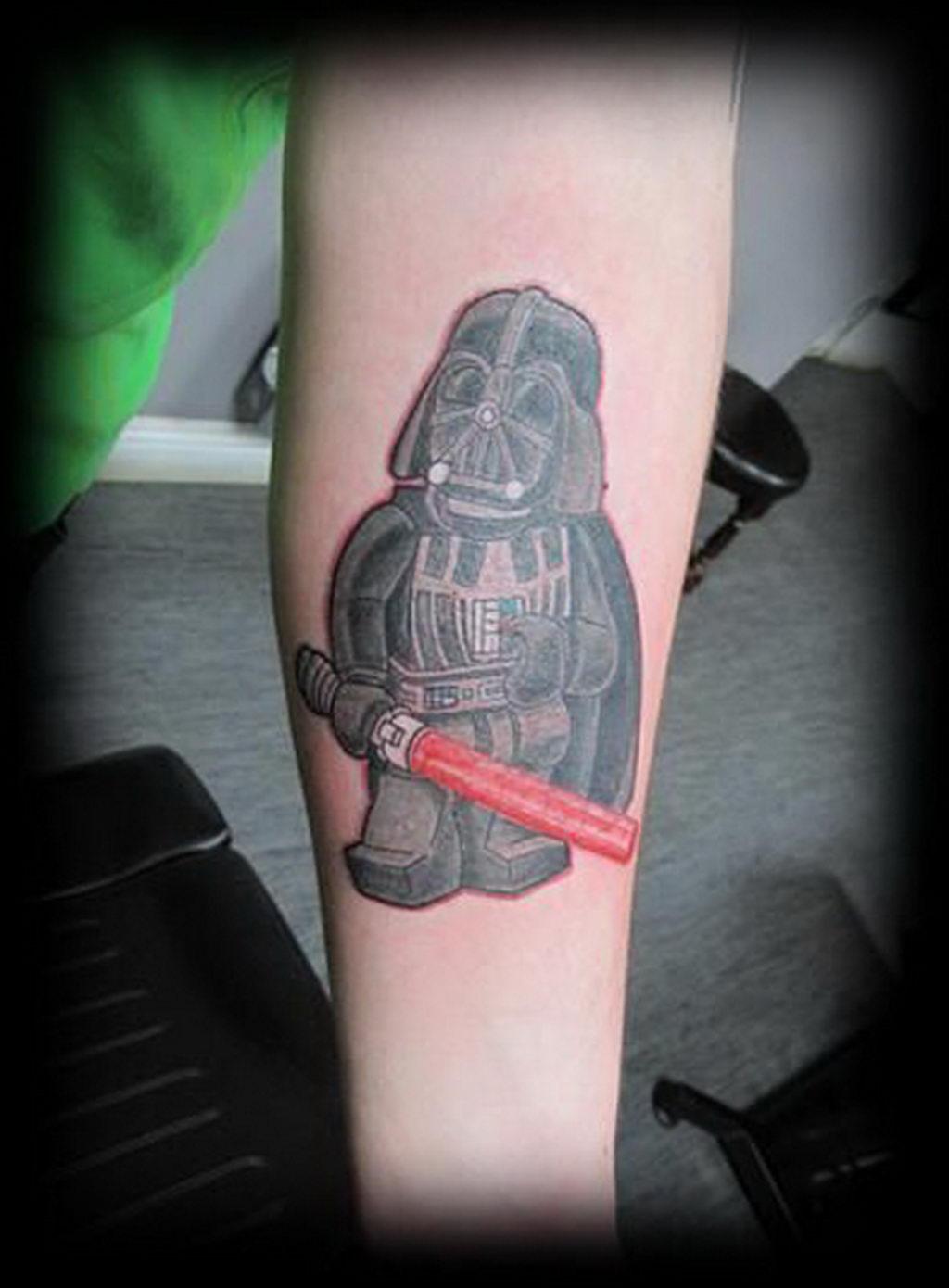 фото пример тату Дарт Вейдер 04.02.2020 №1124 -darth vader tattoo- tatufoto.com