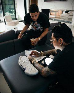 Девин Букер сделал татуировку в честь Коби Брайанта – фото для сайта tatufoto.com 11