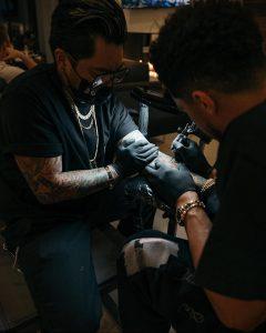 Девин Букер сделал татуировку в честь Коби Брайанта – фото для сайта tatufoto.com 7