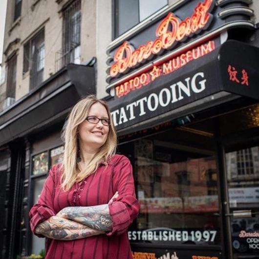 Мишель Майлз - Daredevil Tattoo в Нью-Йорке - тату мастер который пожертвовал перчатки и маски для врачей - фото