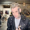 Новая татуировка с именем любимой девушки на лице у Аарона Картера – фото для сайта tatufoto.com 2