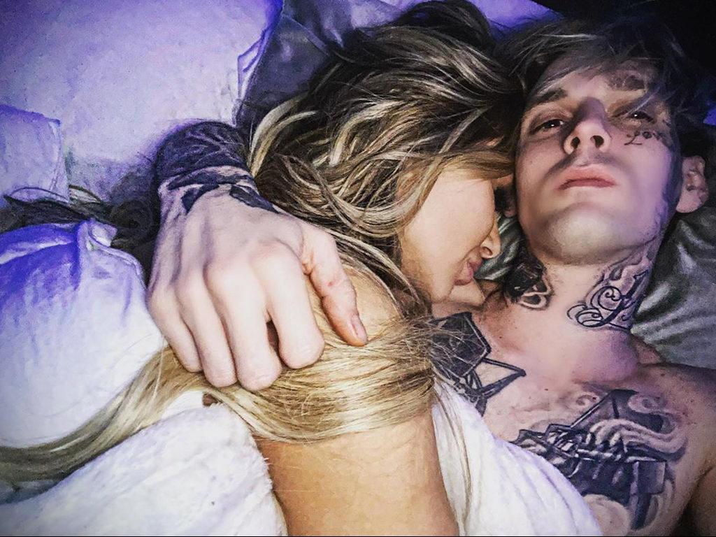 Новая татуировка с именем любимой девушки на лице у Аарона Картера – фото для сайта tatufoto.com 3