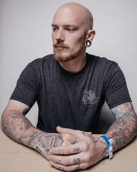 Пони Лоусон - Mayday Tattoo Supply - тату мастер который пожертвовал перчатки и маски для врачей - фото