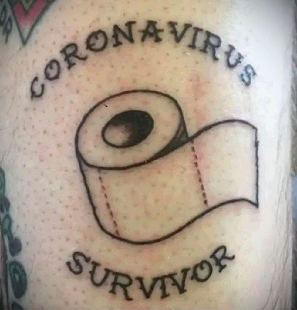 Татуировка на тему коронавируса COVID-19 - надпись и туалетная бумага
