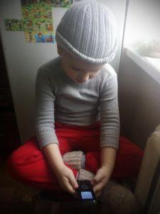 Фото с ребенком который не знает что делать с кнопочным телефоном для tatufoto.com 1