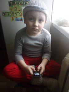 Фото с ребенком который не знает что делать с кнопочным телефоном для tatufoto.com 2