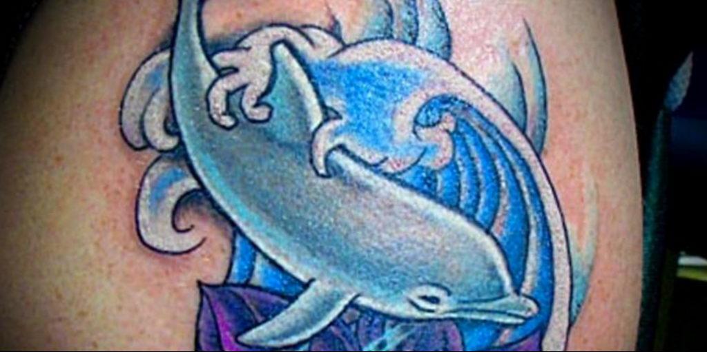 Фото тату про любовь рисунок Дельфин 03.02.2020 №094 -dolphin tattoo- tatufoto.com