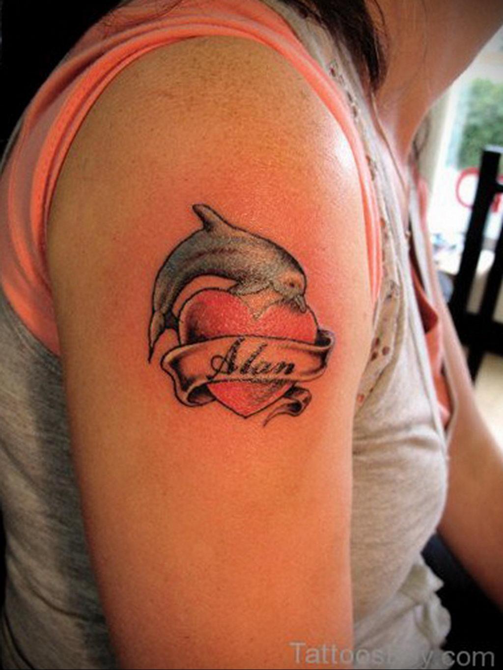 Фото тату про любовь рисунок Дельфин 03.02.2020 №099 -dolphin tattoo- tatufoto.com
