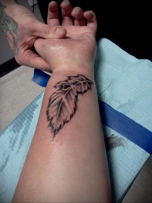 Фото тату про любовь рисунок Перо 03.02.2020 №196 -tattoo feather- tatufoto.com