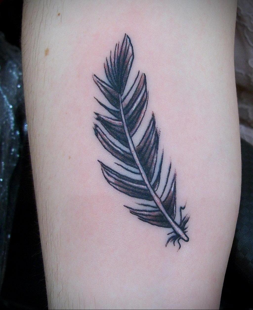 Фото тату про любовь рисунок Перо 03.02.2020 №208 -tattoo feather- tatufoto.com