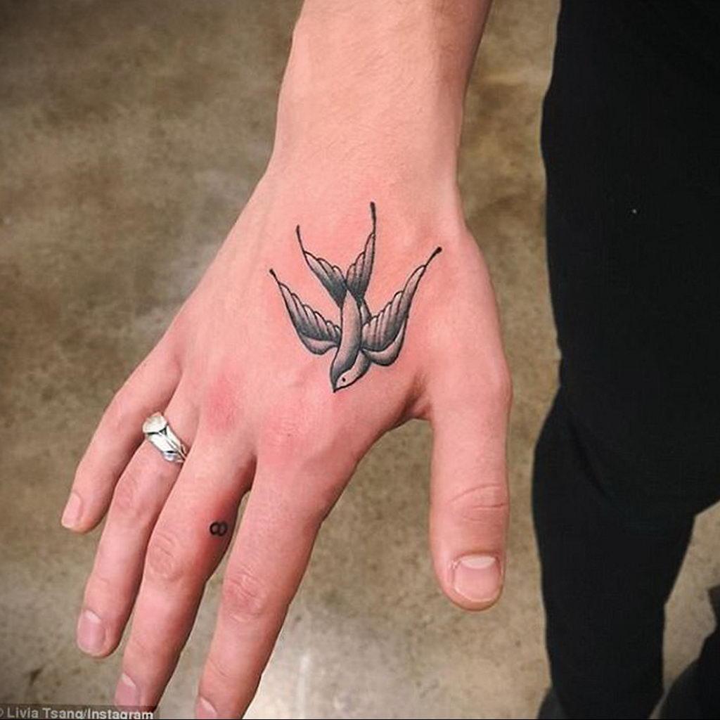 Фото тату про любовь рисунок Птица 03.02.2020 №044 -bird tattoo- tatufoto.com