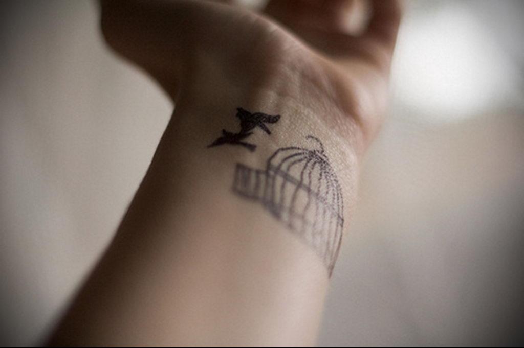 Фото тату про любовь рисунок Птица 03.02.2020 №113 -bird tattoo- tatufoto.com