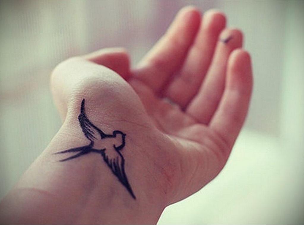 Фото тату про любовь рисунок Птица 03.02.2020 №146 -bird tattoo- tatufoto.com