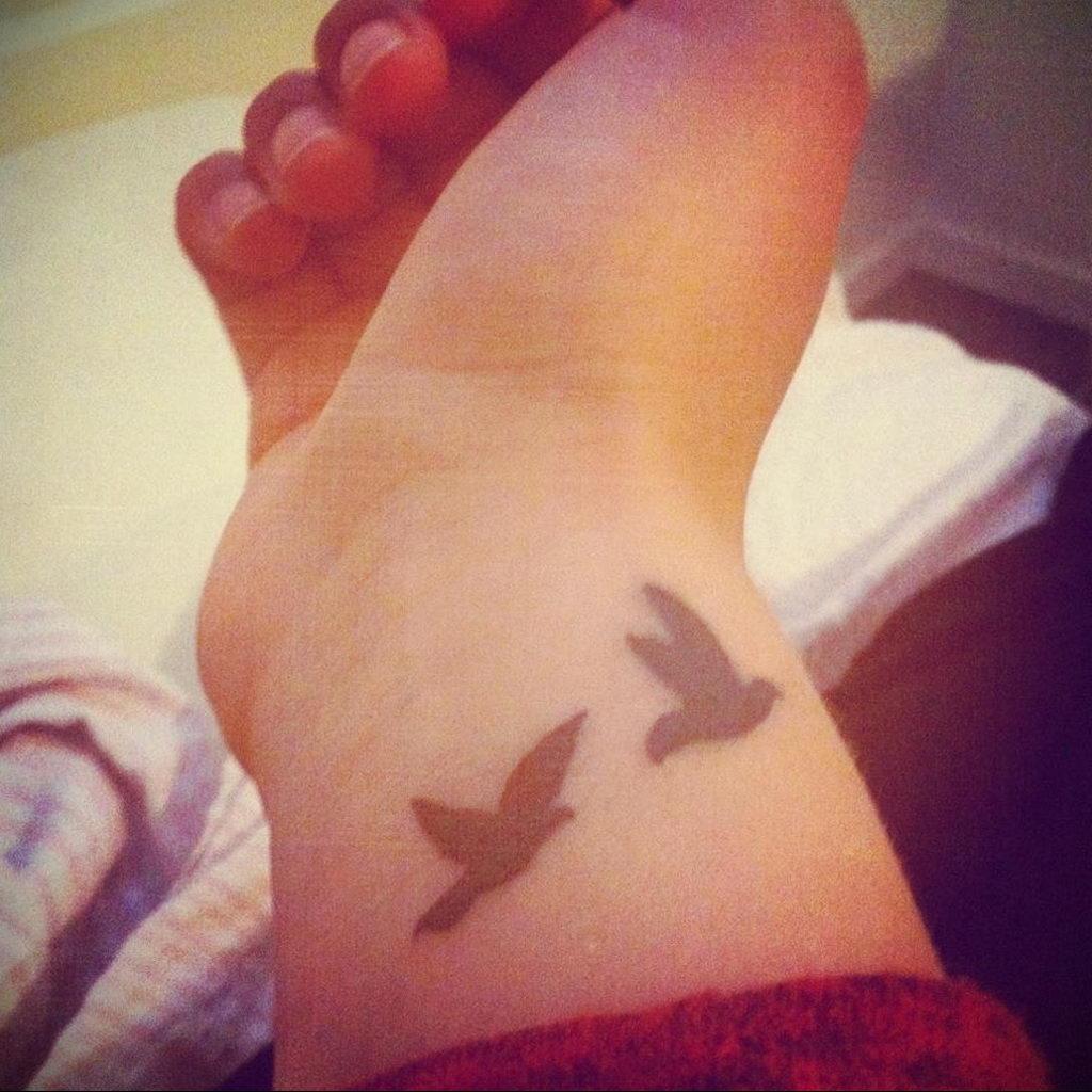 Фото тату про любовь рисунок Птица 03.02.2020 №390 -bird tattoo- tatufoto.com