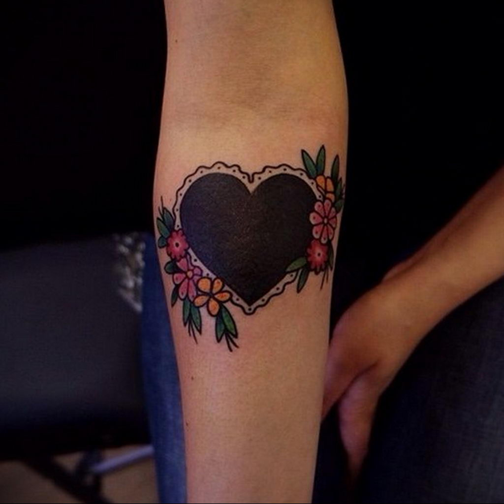 Фото тату про любовь рисунок Сердце 03.02.2020 №024 -heart tattoo- tatufoto.com